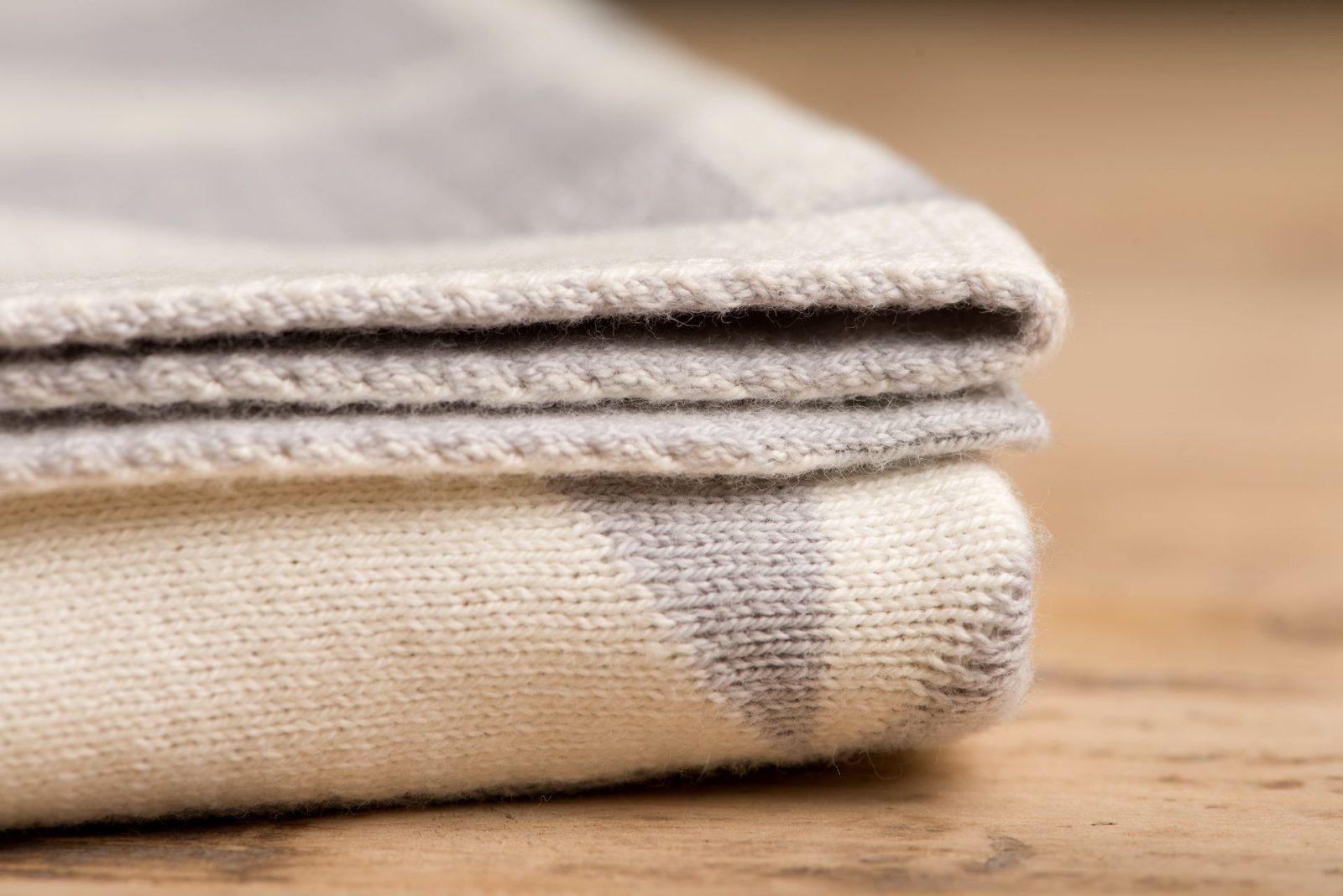 Decke mit Dreiecken aus Biobaumwolle